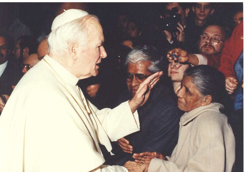 Pope-John-Paul-II-and-my-mother-Mary-Regina-Pic-was-taken-in-1992