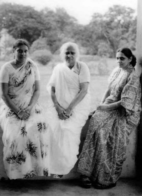 From left to right Sita, shushila and Ela taken in Phoeneix settlement in 1970